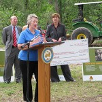 WEEKEND NEWS LINKS: <P> Private Donations To Fund Reforesting Of Memorial Park